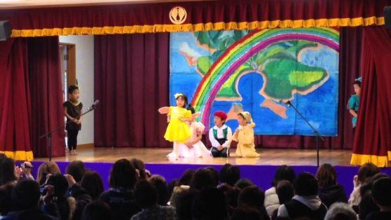 オペレッタピーターパン5歳児音楽に合わせて歌って踊る